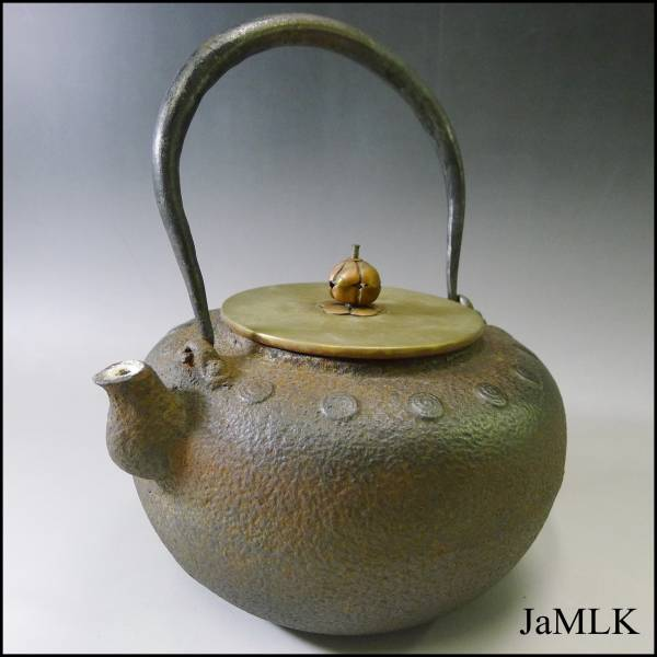 石川県、金沢市の茶道具、鉄瓶、骨董品の買取なら当店へ。本日は龍文堂の鉄瓶のご紹介です♪