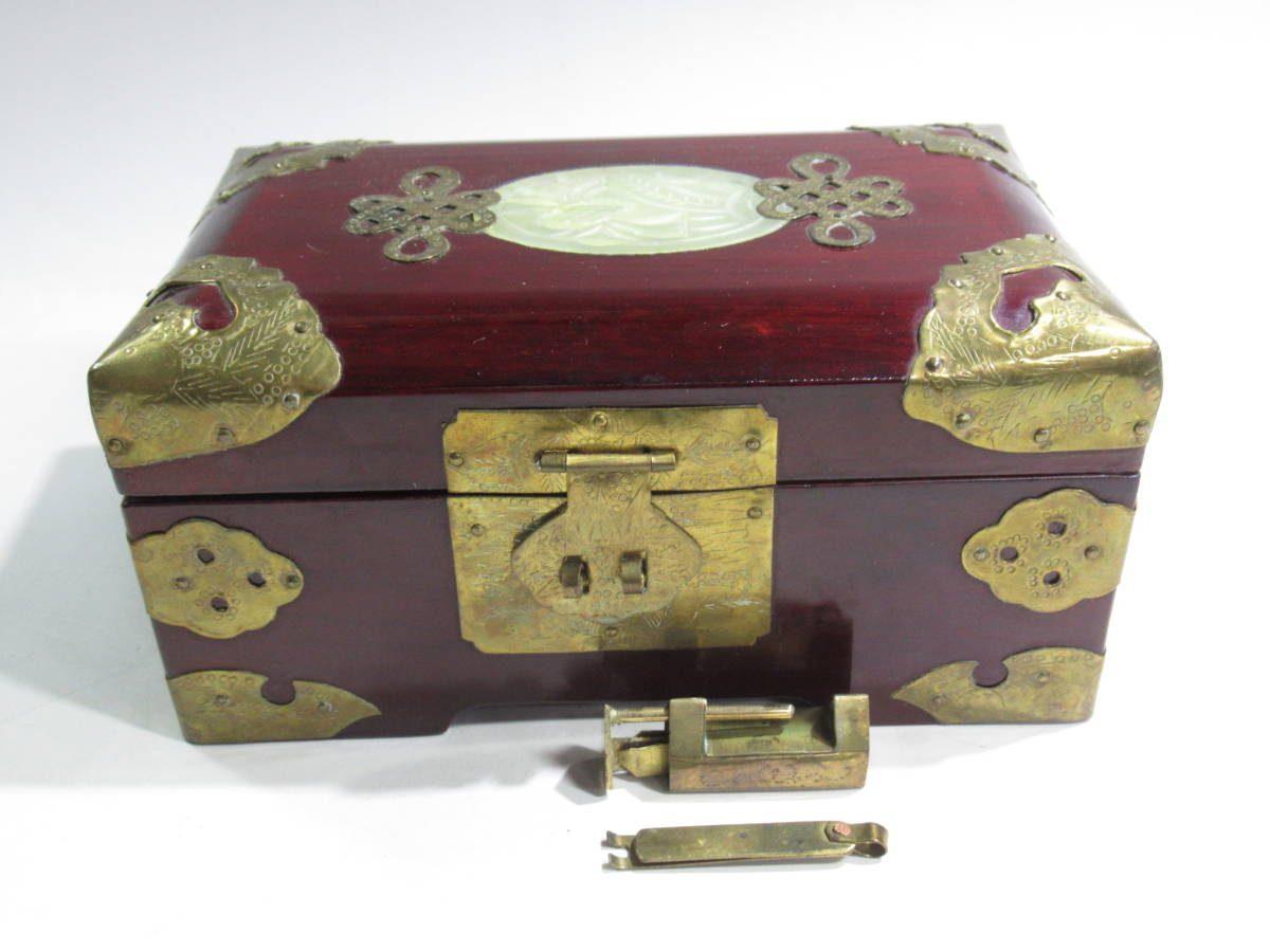 本日の買取情報🎵中国の翡翠細工の宝石箱です。最近は昭和時代のお土産の物でもお値段がつくことがございます🎵